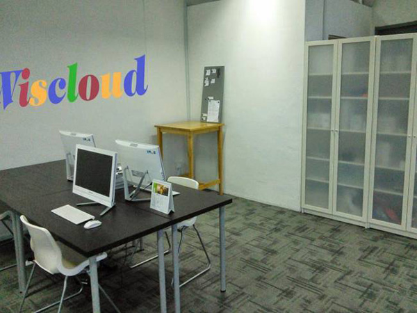 新加坡分公司办公室一角